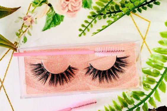 Easy tricks for applying false eyelashes
